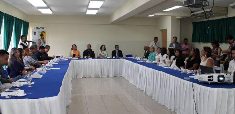 VISITA DE LA EMBAJADORA DE ESTADOS UNIDOS A UNICAES, ILOBASCO