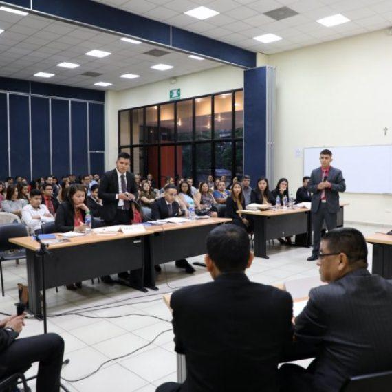 ESTUDIANTES DE CIENCIAS JURIDICAS PARTICIPAN EN PRIMER CONGRESO DE DERECHO Y CONCURSO DE LITIGACIÓN