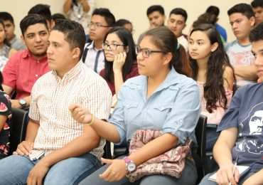 UNICAES Y USAID OTORGAN BECAS A ESTUDIANTES DE INGENIERÍA