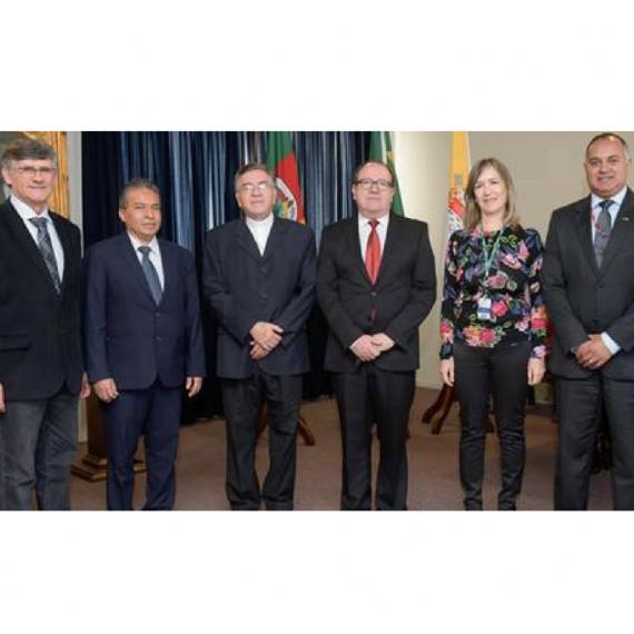 DEL PULGARCITO AL GIGANTE DEL SUR: VISITA DE UNICAES A LA PUCRS EN BRASIL