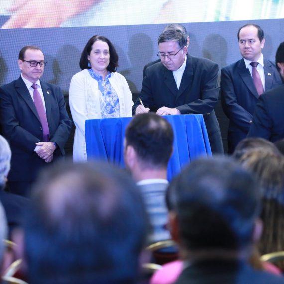 PROYECTOS USAID-UNICAES: LOGROS PARA LA EDUCACIÓN SUPERIOR Y LA INDUSTRIA EN EL SALVADOR